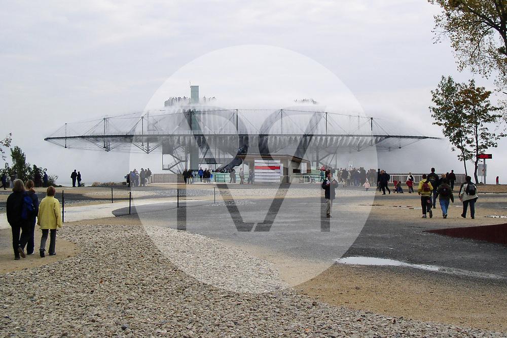 SCHWEIZ - YVERDON-VES-BAINS - Wolke an der Expo.02 Artenlage Yverdon-les-Bains, 6. Schweizer Landesausstellung - 12. Oktober 2002 © Raphael Hünerfauth - http://huenerfauth.ch