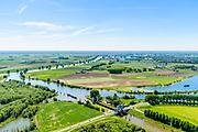 Nederland, Gelderland, Gemeente Maasdriel, 13-05-2019; Heerewaarden, Kanaal van Sint Andries met sluis, verbinding tussen Waal en Maas (links) elkaar bijna raken. Op de landengte ligt ook Fort Sint-Andries. In  het kader van het Maasoeverpark, zal er een ontwikkeling plaatsvinden van een landschapspark. Daarin ruimte voor de natuur, de landbouw en  'ruimte voor de rivier'  (bescherming tegen hoogwater door waterstandverlaging).<br /> Heerewaarden, where the river Maas (Meuse, right) and Waal almost touch, divided bij a isthmus. In to the canal the lock of St. Andries and an old fortress. <br /> Part of Maasoeverpark, development of a landscape park in which space for nature is combined with 'space for the river', protection against high water by lowering the water level.<br /> aerial photo (additional fee required);<br /> luchtfoto (toeslag op standard tarieven);<br /> copyright foto/photo Siebe Swart