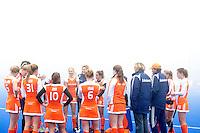 ARNHEM - Hockey. Nederlands team woensdag na de oefeninterland in dichte mist tegen Zuid Afrika. FOTO KOEN SUYK