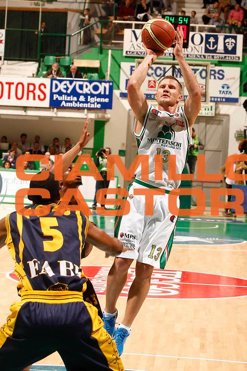 DESCRIZIONE : Siena Lega A 2010-11 Montepaschi Siena Fabi Shoes Montegranaro<br /> GIOCATORE : Rimantas Kaukenas<br /> SQUADRA : Montepaschi Siena<br /> EVENTO : Campionato Lega A 2010-2011<br /> GARA : Montepaschi Siena Fabi Shoes Montegranaro<br /> DATA : 24/10/2010<br /> CATEGORIA : tiro<br /> SPORT : Pallacanestro<br /> AUTORE : Agenzia Ciamillo-Castoria/P.Lazzeroni<br /> Galleria : Lega Basket A 2010-2011<br /> Fotonotizia : Siena Lega A 2010-11 Montepaschi Siena Fabi Shoes Montegranaro<br /> Predefinita :