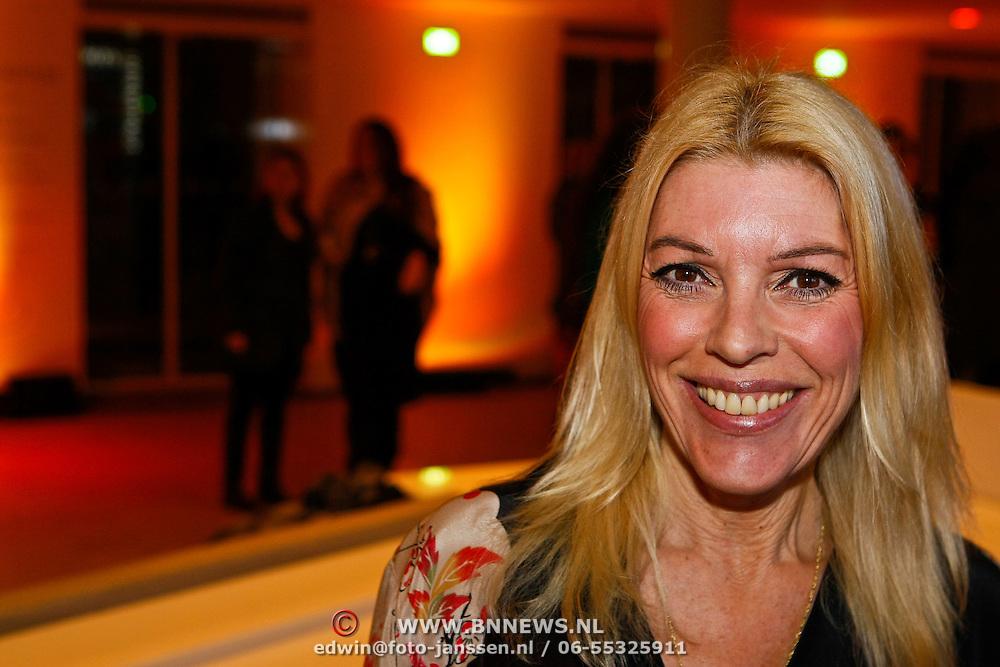 NLD/Amsterdam/20100115 - Inloop uitreiking Elle Style Awards, Judith Osborn