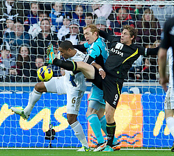 08.12.2012, Liberty Stadion, Swansea, ENG, Premier League, Swansea City vs Norwich City, 16. Runde, im Bild Swansea City's captain Ashley Williams and goalkeeper Gerhard Tremmel challenge Norwich City's captain Grant Holt during the English Premier League 16th round match between Swansea City AFC and Norwich City FC at the Liberty Stadium, Swansea, Great Britain on 2012/12/08. EXPA Pictures © 2012, PhotoCredit: EXPA/ Propagandaphoto/ David Rawcliffe..***** ATTENTION - OUT OF ENG, GBR, UK *****