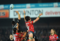 Franco Mostert of Gloucester Rugby and Alex Lozowski of Saracens compete for the ball in the lineout- Mandatory by-line: Nizaam Jones/JMP - 22/02/2019 - RUGBY - Kingsholm - Gloucester, England- Gloucester Rugby v Saracens - Gallagher Premiership Rugby