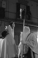 I riti della Settimana Santa a Taranto, incontro tra perdoni.