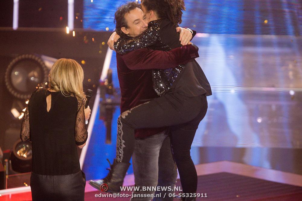 NLD/Hilversum/20131220 - Finale The Voice of Holland 2013, Marco Borsato en winnares Julia van der Toorn