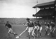 Neg No: A782/42803-04288...10081958AISHCSF.10.08.1958...All Ireland Senior Hurling Championship - Semi-Final..Tipperary.01-13.Kilkenny.01-08..