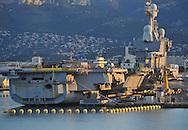 20/06/15 - TOULON - VAR - FRANCE - La Rade de Toulon et son port militaire. Indisponible jusqu'en 2016, le porte avion nucleaire Charles de Gaulle est en cours de refonte pour la somme de plus de 1 milliards d euros - Photo Jerome CHABANNE