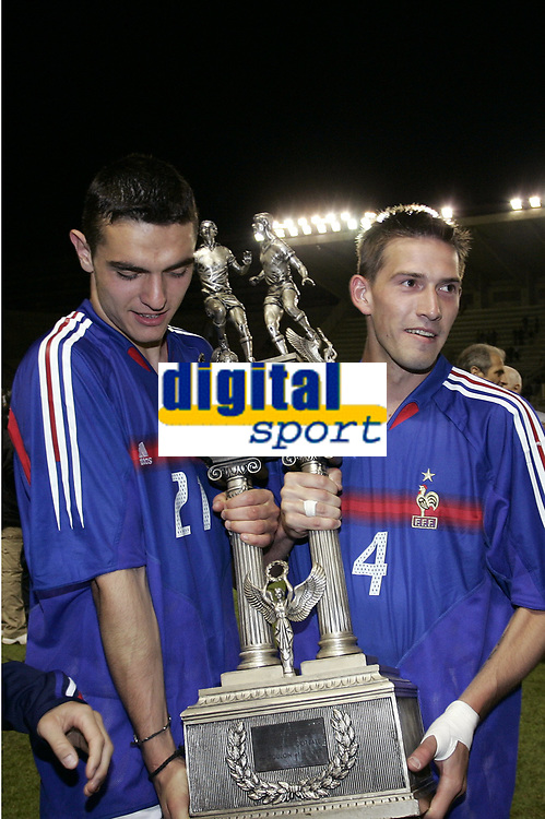 FOOTBALL - UNDER 21 TOULON TOURNAMENT 2005 - FINAL - FRANCE v PORTUGAL - 10/06/2005 -JOY NICOLAS FAUVERGUE / PETER FRANQUART (FRA) WITH THE TROPHY AFTER THE FINAL VICTORY - <br /> <br />   PHOTO PHILIPPE LAURENSON / DIGITALSPORT<br /> Norway only