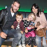 NLD/Amsterdam/20161126 - Studio 100 Winterfestival, Matteo van der Grijn met partner Marije Hoebe en kinderen