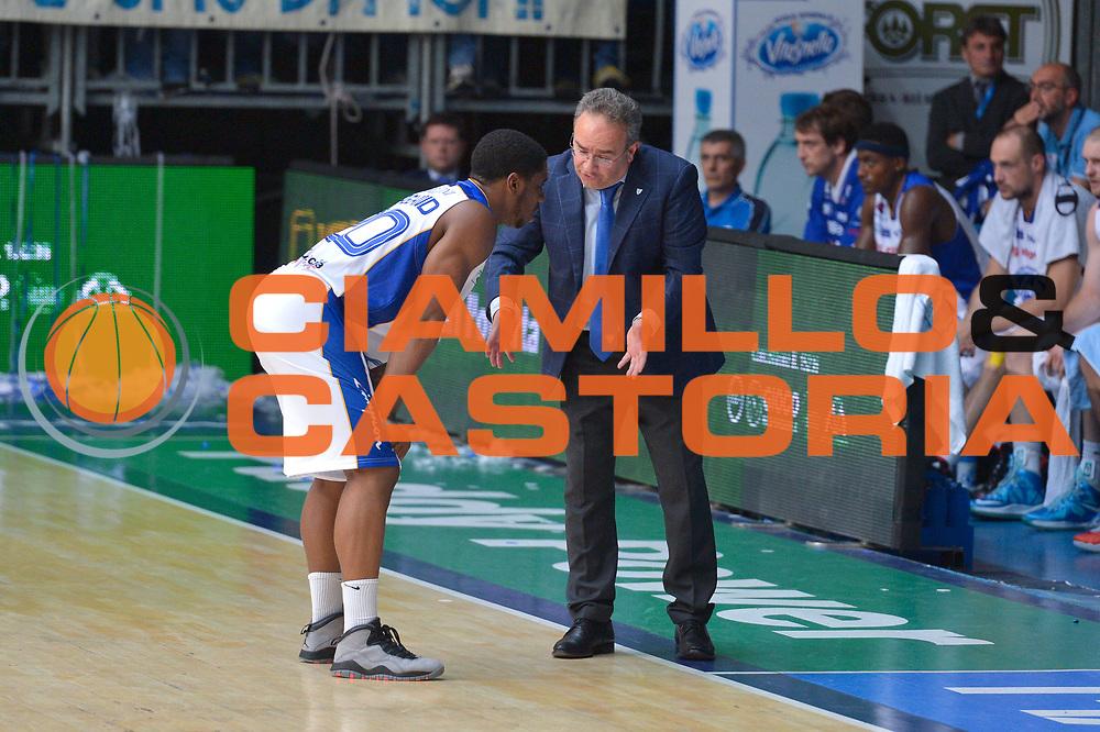 DESCRIZIONE : Cant&ugrave; Lega A 2013-14 Acqua Vitasnella Cant&ugrave; vs  Acea Roma  playoff quarti di finale gara 2<br /> GIOCATORE : Stefano Sacripanti<br /> CATEGORIA : Fair Play<br /> SQUADRA : Acqua Vitasnella Cant&ugrave;<br /> EVENTO : Quarti di finale gara 2 playoff<br /> GARA : Acqua Vitasnella Cant&ugrave; vs  Acea Roma playoff quarti di finale gara 2<br /> DATA : 22/05/2014<br /> SPORT : Pallacanestro <br /> AUTORE : Agenzia Ciamillo-Castoria/I.Mancini<br /> Galleria : Lega Basket A 2013-2014  <br /> Fotonotizia : Cant&ugrave;<br /> Lega A 2013-14 Acqua Vitasnella Cant&ugrave; vs  Acea Roma<br /> playoff quarti di finale gara 2<br /> Predefinita :