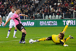 25.10.2011, Juventus Stadio, Turin, ITA, Serie A, Juventus Turin vs AC Florenz, im Bild Il gol di Leonardo Bonucci ( Juventus ) .Goal celebration.Torino 25/10/2011 Juventus Stadium.Serie A 2011/2012 .Football Calcio Juventus Fiorentina // during Serie A footballmatch between Juventus Turin vs AC Florenz at Juventus Stadium, Turin, Italy on 25/10/2011. EXPA Pictures © 2011, PhotoCredit: EXPA/ InsideFoto/ Giorgio Perottino +++++ ATTENTION - FOR AUSTRIA/(AUT), SLOVENIA/(SLO), SERBIA/(SRB), CROATIA/(CRO), SWISS/(SUI) and SWEDEN/(SWE) CLIENT ONLY +++++