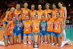 18-09-2011 VOLLEYBAL: DELA TROPHY NEDERLAND - TURKIJE: ALMERE<br /> Nederland wint met 3-0 van Turkije en wint hierdoor de DELA Trophy / Nederlands team met de dela trophy<br /> ©2011-FotoHoogendoorn.nl