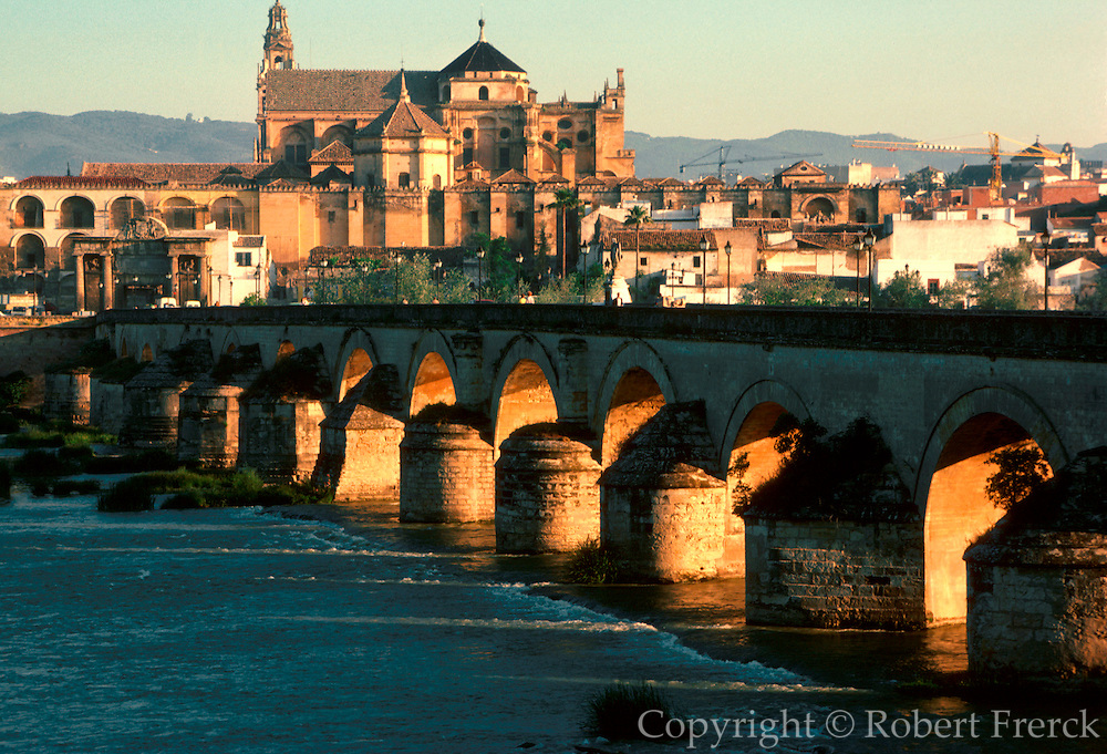SPAIN, ANDALUSIA, CORDOBA 'La Mezquita' Mosque; beyond river