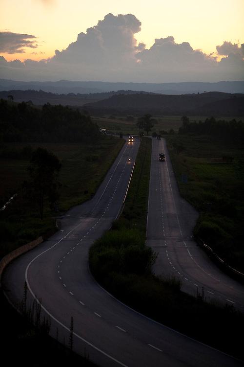 Careacu_MG, Brasil...Vista panoramica da BR-381, Rodovia Fernao Dias...The panoramic view of BR-381, Fernao Dias highway...Foto: LEO DRUMOND / NITRO.....
