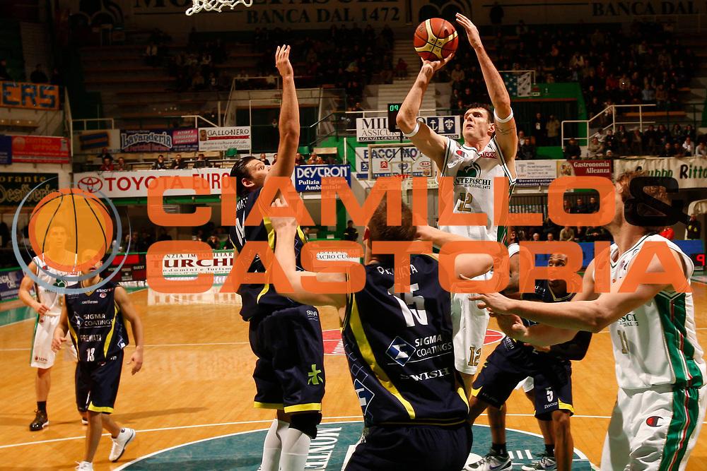 DESCRIZIONE : Siena Lega A 2009-10 Montepaschi Siena Sigma Coatings Montegranaro<br /> GIOCATORE : Ksistof Lavrinovic<br /> SQUADRA : Montepaschi Siena <br /> EVENTO : Campionato Lega A 2009-2010<br /> GARA : Montepaschi Siena Sigma Coatings Montegranaro<br /> DATA : 20/12/2009<br /> CATEGORIA : tiro<br /> SPORT : Pallacanestro<br /> AUTORE : Agenzia Ciamillo-Castoria/P.Lazzeroni<br /> Galleria : Lega Basket A 2009-2010<br /> Fotonotizia : Siena Campionato Italiano Lega A 2009-2010 Montepaschi Siena Sigma Coatings Montegranaro<br /> Predefinita :