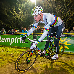 2019-12-29: Cycling: Superprestige: Diegem: Mathieu van der Poel perfect cornering