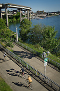 Bicycling along Portland River Walk - East bank Esplanade and Waterfront loop, Oregon