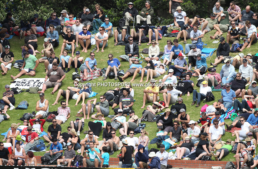 Cricket fans on Day 1 of the 2nd test match.  New Zealand Black Caps v Pakistan, Test Match Cricket. Basin Reserve, Wellington, New Zealand. Saturday 15 January 2011. Photo: Andrew Cornaga/photosport.co.nz