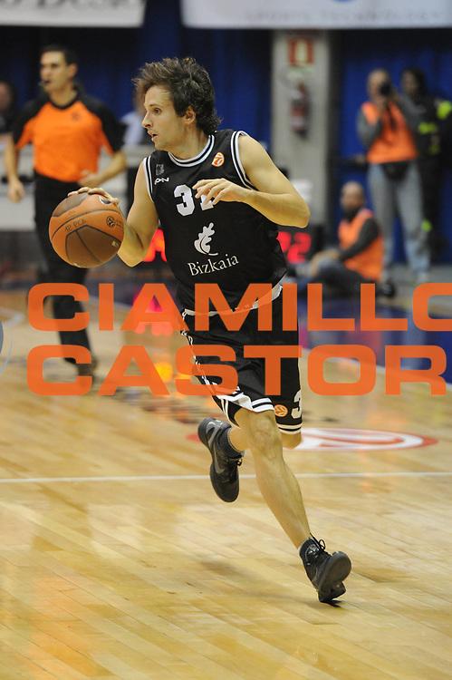 DESCRIZIONE : Desio Eurolega 2011-12 EA7 Bennet Cantu Bizkaia Bilbao Basket<br /> GIOCATORE : Raul Lopez<br /> CATEGORIA : palleggio<br /> SQUADRA : Bizkaia Bilbao Basket<br /> EVENTO : Eurolega 2011-2012<br /> GARA : Bennet Cantu Bizkaia Bilbao Basket<br /> DATA : 03/11/2011<br /> SPORT : Pallacanestro <br /> AUTORE : Agenzia Ciamillo-Castoria/GiulioCiamillo<br /> Galleria : Eurolega 2011-2012<br /> Fotonotizia : Desio Eurolega 2011-12 Bennet Cantu Bizkaia Bilbao Basket<br /> Predefinita :