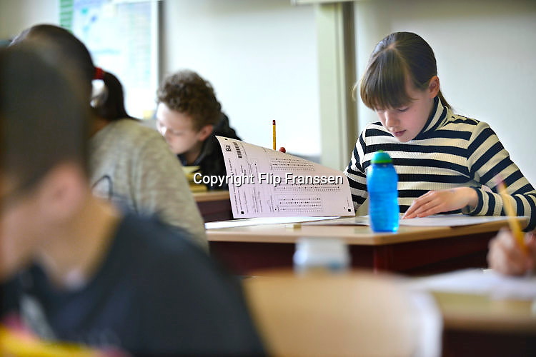 Nederland, Beuningen, 19-4-2017 Leerlingen van groep 8 van een basisschool maken de cito toets. Foto: Flip Franssen