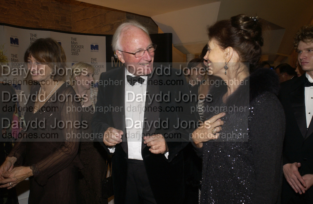 Victoria Glendinning, Kevin O'Sullivan and Gail Hunicutt. The Man Booker prize 2005. the Guildhall.   October 10 2005. ONE TIME USE ONLY - DO NOT ARCHIVE © Copyright Photograph by Dafydd Jones 66 Stockwell Park Rd. London SW9 0DA Tel 020 7733 0108 www.dafjones.com