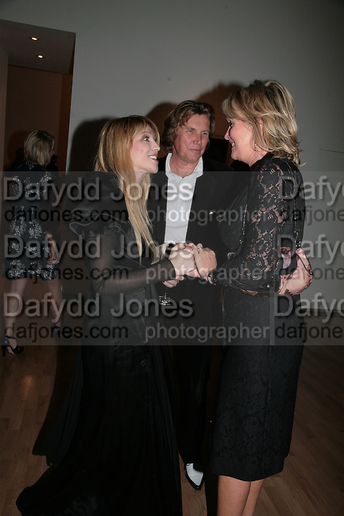 Courtney Love, Louise and Theo Fennell, ' Show Off' Theo Fennell exhibition co-hosted wit Vanity Fair. Royal Academy. Burlington Gdns. London. 27 September 2007. -DO NOT ARCHIVE-© Copyright Photograph by Dafydd Jones. 248 Clapham Rd. London SW9 0PZ. Tel 0207 820 0771. www.dafjones.com.