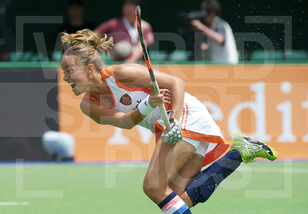 ROSARIO - Champions Trophy women.Netherlands v Japan.foto: Penalty corner Maartje PAumen, 2-1.FFU Press Agency  COPYRIGHT FRANK UIJLENBROEK..