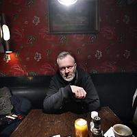 Nederland, Amsterdam , 27 januari 2015.<br /> Jelle Paulusma  is een Nederlandse songwriter, zanger en gitarist. Van 1988 tot 2004 was hij de zanger-gitarist in de band Daryll-Ann, waarin Anne Soldaat en hij de muziek en teksten schreven. De groep nam 6 studioplaten op en toerde internationaal in de jaren negentig. Na het uiteenvallen van de band in 2004 ging Paulusma zich richten op een solocarrière. Daarnaast maakte Paulusma muziek voor reclamefilmpjes en werkte hij samen met onder meer het Eindhovens electrogezelschap Clashing Egos.<br /> Onkosten:<br /> Parkeerautomaat:                € 3,00<br /> Reiskosten: 30 x € 0,19=    € 5,70<br /> Totaal:                                 € 8,70<br /> <br /> Foto:Jean-Pierre Jans
