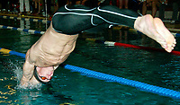 Svømming: Lamberseter Open 18. oktober 2002. Petter Sjødal fra Kongsberg, svømmer for Varg stuper ut i basenget.<br /> <br /> Foto: Andreas Fadum, Digitalsport