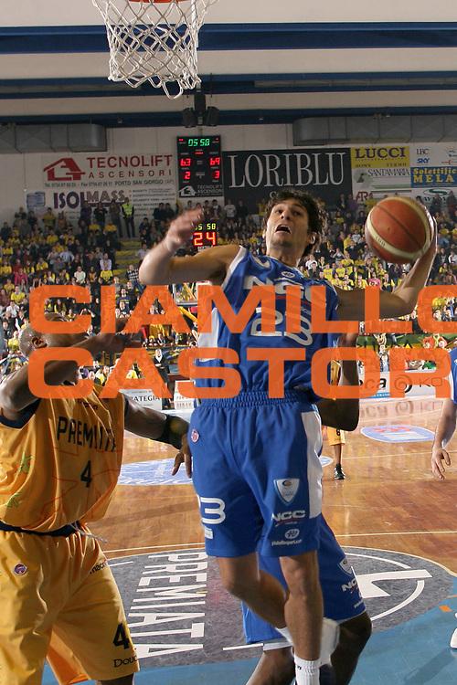 DESCRIZIONE : Porto San Giorgio Lega A1 2008-09 Premiata Montegranaro NGC Cantu<br /> GIOCATORE : Tony Binetti<br /> SQUADRA : NGC Cantu<br /> EVENTO : Campionato Lega A1 2008-2009<br /> GARA : Premiata Montegranaro NGC Cantu<br /> DATA : 07/12/2008<br /> CATEGORIA : Rimbalzo <br /> SPORT : Pallacanestro<br /> AUTORE : Agenzia Ciamillo-Castoria/C.De Massis<br /> Galleria : Lega Basket A1 2008-2009<br /> Fotonotizia : Porto San Giorgio Campionato Italiano Lega A1 2008-2009 Premiata Montegranaro NGC Cantu<br /> Predefinita :