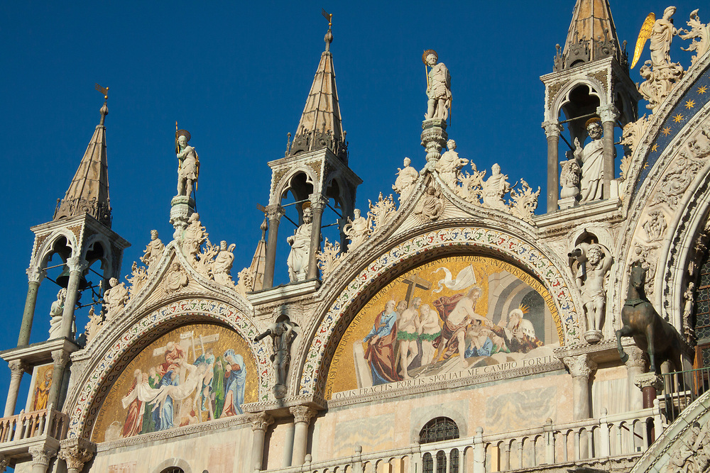 Religious paintings and statues on Saint Mark's Basilica, Venice