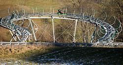 THEMENBILD - Touristen vergnügen sich anstatt auf den Pisten auf einer Ganzjahresrodelbahn, aufgenommen am 23. Dezember 2014, Kaprun, Österreich. Kein Wintereinbruch, Seilbahner warten auf Schnee bzw. auf einen Temperatursturz // tourists enjoying themselves rather than on the slopes on a year-round toboggan run, Kaprun, Austria on 2014/12/23. EXPA Pictures © 2014, PhotoCredit: EXPA/ JFK