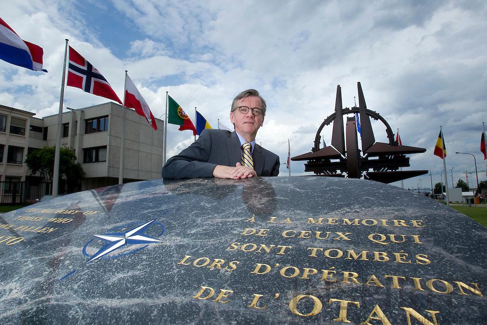 Carsten Søndergaard, Ambassadoer, Danmarks repræsentation ved NATO, fotograferet udenfor NATOs hovedkvarter i Bruxelles 4 july 2012 . Foto: Erik Luntang