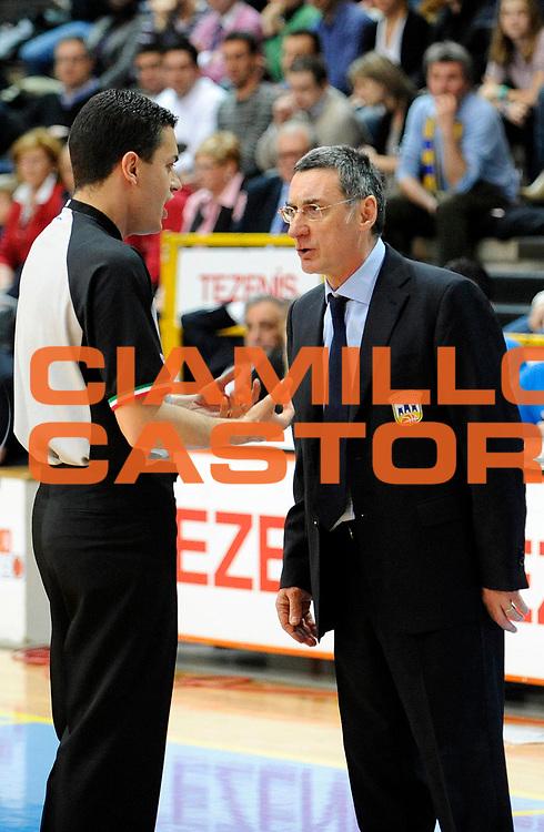 DESCRIZIONE : Verona Lega Basket A2 2011-12 Tezenis Verona Domotecnica Ostuni<br /> GIOCATORE : Franco Marcelletti<br /> CATEGORIA : Fair Play<br /> SQUADRA : Domotecnica Ostuni<br /> EVENTO : Campionato Lega A2 2011-2012<br /> GARA : Tezenis Verona Domotecnica Ostuni<br /> DATA : 15/04/2012<br /> SPORT : Pallacanestro<br /> AUTORE : Agenzia Ciamillo-Castoria/A.Giberti<br /> Galleria : Lega Basket A2 2011-2012 <br /> Fotonotizia : Verona Lega Basket A2 2011-12 Tezenis Verona Domotecnica Ostuni<br /> Predefinita :