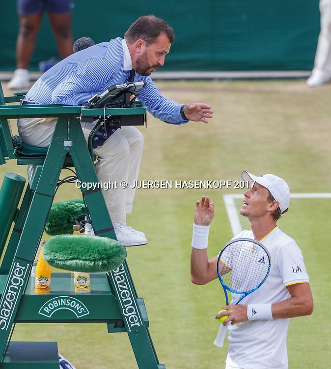 TOMAS BERDYCH (CZE) diskutiert mit Stuhlschiedsrichter Damien Dumusois (FRA),<br /> <br /> Tennis - Wimbledon 2017 - Grand Slam ITF / ATP / WTA -  AELTC - London -  - Great Britain  - 10 July 2017.