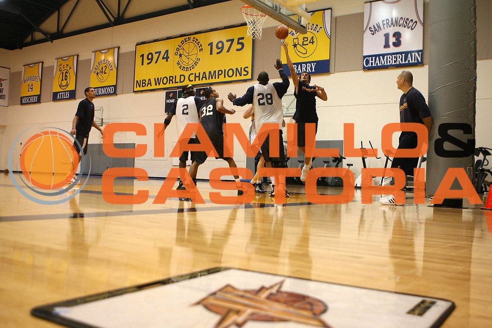 DESCRIZIONE : Oakland Convention Center<br /> GIOCATORE : Marco Belinelli<br /> SQUADRA : Golden State Warriors<br /> EVENTO : Campionato NBA 2007-2008 <br /> GARA :<br /> DATA : 06/12/2007<br /> CATEGORIA : rtitratto allenamento<br /> SPORT : Pallacanestro <br /> AUTORE : Agenzia Ciamillo-Castoria/E.Castoria