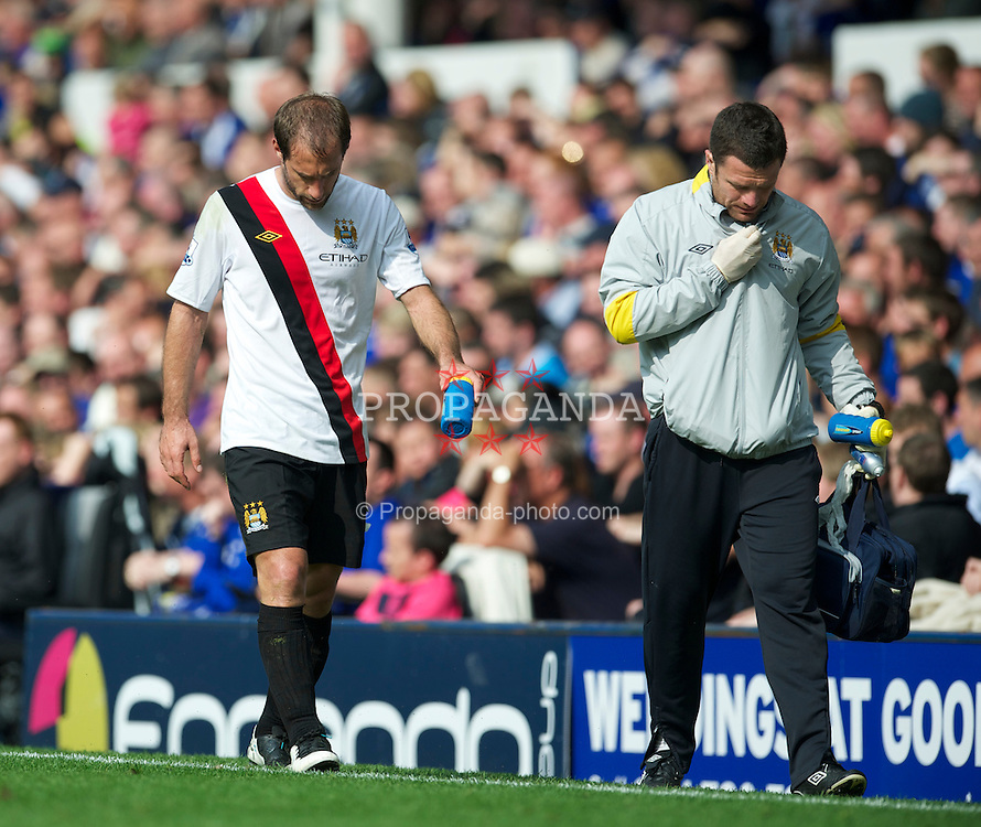 LIVERPOOL, ENGLAND - Saturday, May 7, 2011: Manchester City's Pablo Zabaleta limps off injured during the Premiership match against Everton at Goodison Park. (Photo by David Rawcliffe/Propaganda)