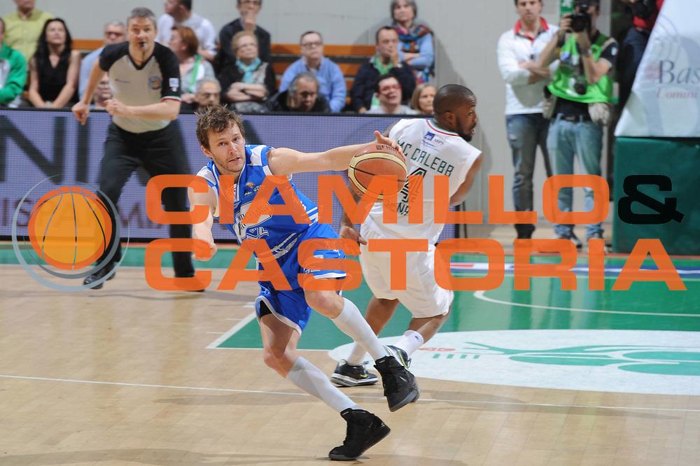DESCRIZIONE : Siena Lega A 2011-12 Montepaschi Siena Banco di Sardegna Sassari Semifinale Play off gara 2<br /> GIOCATORE : Travis Diener<br /> CATEGORIA : equilibio<br /> SQUADRA : Banco di Sardegna Sassari<br /> EVENTO : Campionato Lega A 2011-2012 Semifinale Play off gara 2 <br /> GARA : EA7 Montepaschi Siena Banco di Sardegna Sassari Semifinale Play off gara 2<br /> DATA : 30/05/2012<br /> SPORT : Pallacanestro <br /> AUTORE : Agenzia Ciamillo-Castoria/GiulioCiamillo<br /> Galleria : Lega Basket A 2011-2012  <br /> Fotonotizia :  Siena Lega A 2011-12 Montepaschi Siena Banco di Sardegna Sassari Semifinale Play off gara 2<br /> Predefinita :