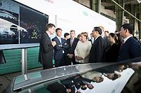 10 JUL 2018, BERLIN/GERMANY:<br /> Klaus Froehlich, Mitglied des Vorstands BMW AG, Harald Krueger, Vorstandsvorsitzender BMW AG, Bernhard Mattes (L), Praesident Verband der Automobilindustrie, VDA, Angela Merkel, CDU, Bundeskanzlerin, Li Keqiang, Ministerpraesident der VR China, unbekannte Person, und Wei Jianjun, Chairman of Great Wall Motors (v.L.n.R.), waehrend einer Praesentation zum autonomen Fahren mit BMW und weiteren Herstellern, Flughafen Tempelhof<br /> IMAGE: 20180710-01-087<br /> KEYWORDS: Klaus Fr&ouml;hlich, Harald Kr&uuml;ger, Autohersteller, Autoindustrie