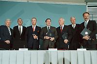 11 JUN 2001, BERLIN/GERMANY:<br /> Manfred Timm, Vorstandssprecher HEW, Gerhard Goll, Vorstandsvors. Energie Baden, Ulrich Hartmann, Vorstandsvorsitzender der E.ON AG, Gerhard Schroeder, SPD, Bundeskanzler, Dietmar Kuhnt, Vorstandsvors. RWE AG, Werner Mueller, Bundeswirtschaftsminister, und Juergen Trittin, B90/Gruene, Bundesumweltminister, (v.L.n.R.) nach der Unterzeichnung einer Vereinbarung zwischen der Bundesregierung und den Kernkraftwerksbetreibern zur geordneten Beendigung der Kernenergie, Bundeskanzleramt, Willy-Brand-Strasse<br /> IMAGE: 20010611-03/02-34<br /> KEYWORDS: Energiekonsens, Atomkonsens, Kernkraft, Kernenergie, Konsens, Energieversorgungsunternehmen, Unterschrift, Gerhard Schröder, Jürgen Trittin, Werner Müller