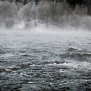 Noorwegen Gol 31 december 2008 20081231 Foto: David Rozing .Wintertafereel, de rivier bij het dorpje Gol stoomt door de vrieskou van min 15 graden Celsius .Wintertime, river at Gol is steaming because of the severe frost..Foto: David Rozing
