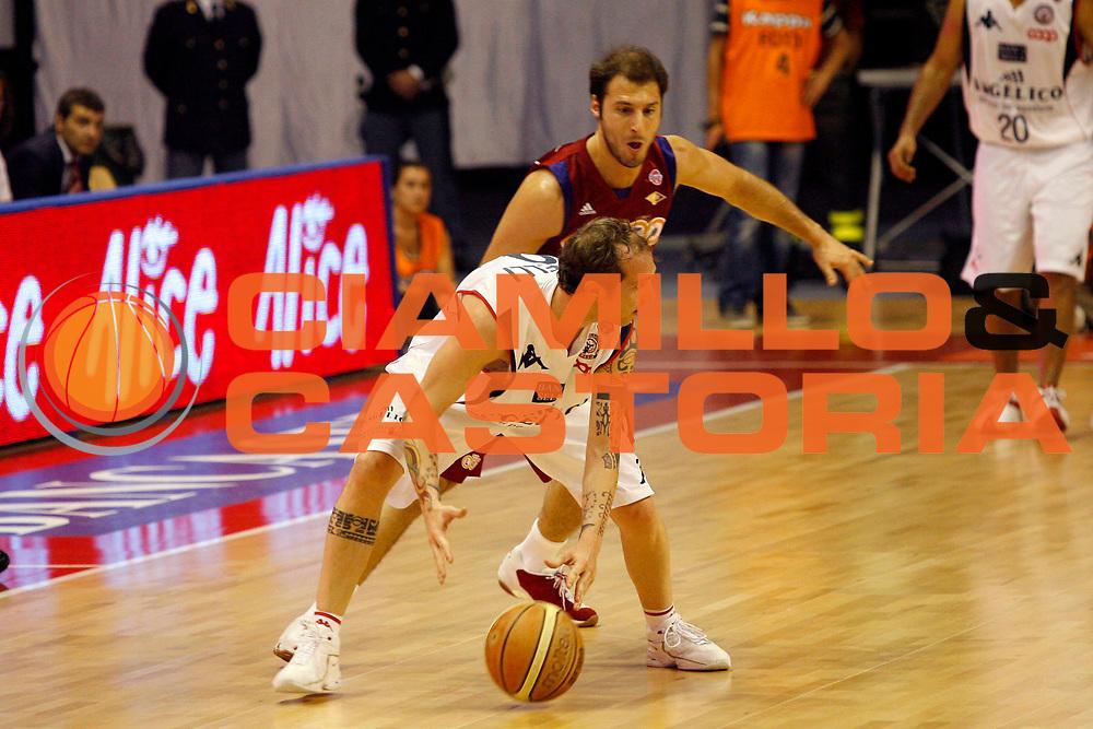 DESCRIZIONE : Biella Lega A 2008-09 Playoff Quarti di finale Gara 4 Angelico Biella Lottomatica Virtus Roma<br /> GIOCATORE : Valerio Spinelli<br /> SQUADRA : Angelico Biella<br /> EVENTO : Campionato Lega A 2008-2009 <br /> GARA : Angelico Biella Lottomatica Virtus Roma<br /> DATA : 24/05/2009<br /> CATEGORIA : Palleggio<br /> SPORT : Pallacanestro <br /> AUTORE : Agenzia Ciamillo-Castoria/E.Pozzo
