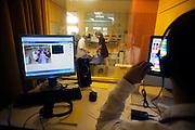 Nederland, Nijmegen, 23-4-2009In het UMC Radboud ziekenhuis is een modern Skills lab geopend. Hier kunnen medewerkers, studenten, verpleegkundigen zich bekwamen in het oefenen van verschillende klinische situaties. Er is onder andere een computergestuurde simulator, waarbij vanuit een aparte ruimte de toestand van een traumasituatie kan worden gestuurd, zodat de artsen en verpleegkundigen voor onverwachtte problemen komen te staan. Foto: Flip Franssen/Hollandse Hoogte