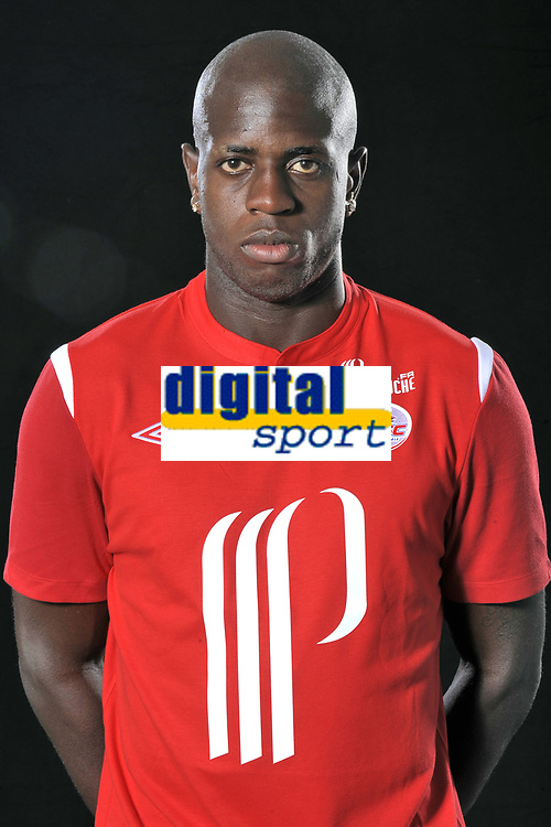 FOOTBALL - FRENCH CHAMPIONSHIP 2010/2011 - PHOTOS OFFICIELLES LILLE OSC - 9/07/2010 - PHOTO LILLE OSC / DPPI - CEDRIC BASEYA