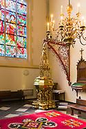 Nederland, Den Bosch, 20160723<br /> Doopkapel met koperen doopvont. In 1492 vervaardigd door Aert van Tricht<br /> Kathedraal St. Jan in Den Bosch.De Sint-Janskathedraal (voluit: de Kathedrale Basiliek van Sint-Jan Evangelist) in de binnenstad van 's-Hertogenbosch wordt veelal beschouwd als het hoogtepunt van de Brabantse gotiek. De kathedraal imponeert door zijn omvang en enorme rijkdom aan beeldhouwwerk. Uniek in Nederland zijn de dubbele luchtbogen en uniek in de wereld zijn de 96 luchtboogfiguren.De kerk in volle pracht op de Parade<br /> Sint-Janskathedraal<br /> <br /> Netherlands, Den Bosch<br /> Baptistery with copper font. In 1492 manufactured by Aert van Tricht<br /> The St. John's Cathedral (in full: the Cathedral Basilica of St. John the Evangelist) in the city of 's-Hertogenbosch is often regarded as the pinnacle of Brabant Gothic. The cathedral impresses by its size and wealth of sculpture. Unique in the Netherlands are the double flying buttresses and unique in the world, the 96 flying buttress figures.<br /> St. John's Cathedral