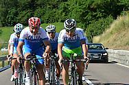 Il Ct della Nazionale Italiana di ciclismo per professionisti Davide Cassani a destra Enrico Battaglin, in ritiro a Malè, Val di Sole,giugno 2014 © foto Daniele Mosna
