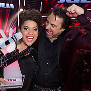 NLD/Hilversum/20131220 - Finale The Voice of Holland 2013, winnares Julia van der Toorn en haar coach Marco Borsato