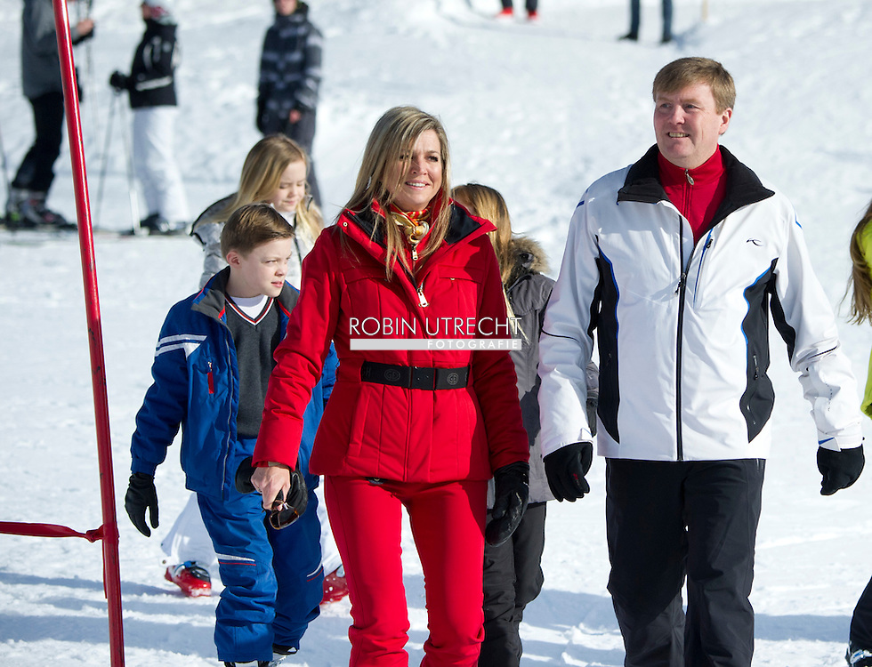 22-2-2015 LECH - AUSTRIA - King Willem-Alexander, Queen Maxima, Princess Amalia, Princess Alexia, Princess Ariane and Princess Beatrix and prinses Laurentien and prince Constantijn and their children Countess Eloise, Count Claus-Casimir and Countess Leonore of The Netherlands during their wintersport holidays in Lech am Arlberg, Austria, 22 February 2016. COPYRIGHT ROBIN UTRECHT<br /> 22-2-2015 LECH - OOSTENRIJK - Koning Willem-Alexander, Koningin Maxima, Prinses Amalia, Prinses Alexia, Prinses Ariane en prinses Beatrice en prinses Laurentien en prins Constantijn en hun kinderen Gravin Eloise, Graaf Claus-Casimir en Gravin Leonore van fotosessie tijdens hun wintersport vakantie in Lech am Arlberg, Oostenrijk, 22 februari 2016. fotosessie photosession lech oostenrijk austria am arlberg sneeuw snow holiday holidays vakantie wintersport princess prinses amalia alexia ariane queen koningin maxima king koning willem alexander willem-alexander beatrix princess prinses laurentien gravin countess count graaf claus casimir eloise leonore COPYRIGHT ROBIN UTRECHT