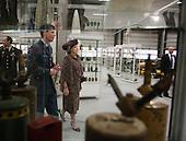 Koningin opent nieuwe kazerne EOD - Queen opens new barracks EOD