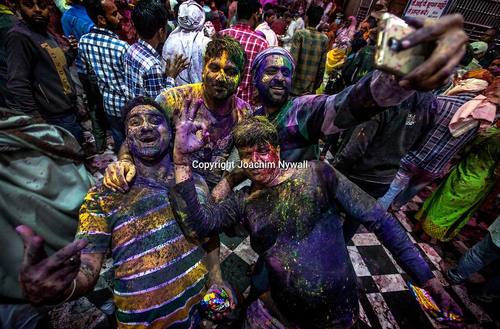 Vrindavan 2017 03 10 Indien<br /> Holi hinduernas v&aring;rfest eller f&auml;rgfest firas i Bankey Bihari Mandir i Vrindavan<br /> <br /> <br /> ----<br /> FOTO : JOACHIM NYWALL KOD 0708840825_1<br /> COPYRIGHT JOACHIM NYWALL<br /> <br /> ***BETALBILD***<br /> Redovisas till <br /> NYWALL MEDIA AB<br /> Strandgatan 30<br /> 461 31 Trollh&auml;ttan<br /> Prislista enl BLF , om inget annat avtalas.